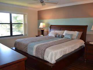 Elegant 2BA/2BR Condo. Mins from IMG & Beaches - Bradenton vacation rentals