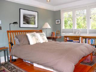 Berkeley Craftsman Elegance - San Francisco Bay Area vacation rentals