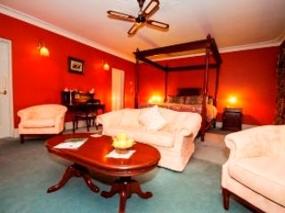 Davenport bedroom with own private sitting area, large bathroom with a spa bath, all the amenties - Blackwood Inn Innkeepers House Luxury  B/B - Balingup - rentals