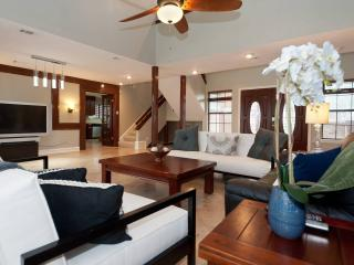Luxury Retreat (Sleeps 15) - 9 Minutes to Downtown - Austin vacation rentals
