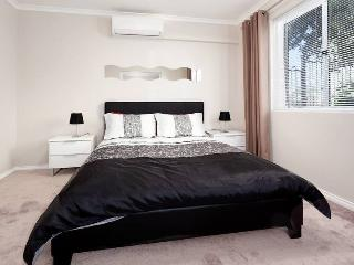 Perfect Apartment with Internet Access and A/C - Nedlands vacation rentals