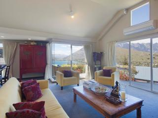Lovely Townhouse with Internet Access and Dishwasher - Queenstown vacation rentals