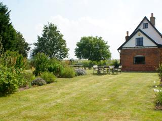 6 bedroom Farmhouse Barn with Internet Access in Long Stratton - Long Stratton vacation rentals