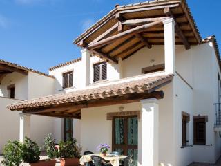 Appartamento  con veranda coperta rialzata - Bari Sardo vacation rentals