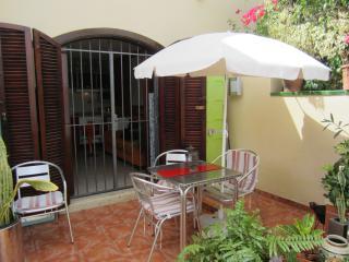 Nice 1 bedroom Apartment in Las Galletas with Internet Access - Las Galletas vacation rentals