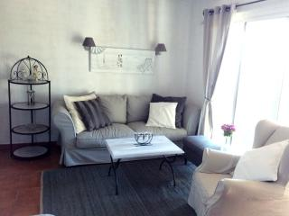 BEAUTIFUL APARTMENT STE MAXIME - PRIVATELY OWNED - Saint-Maxime vacation rentals