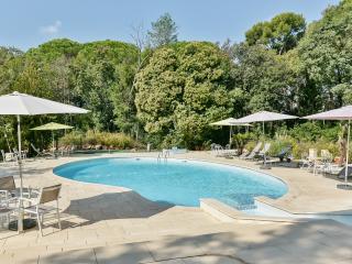 Character-filled Provençal flat - La Garde (Var) vacation rentals