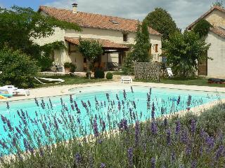Ancienne Bergerie avec piscine privée pour 6-8 p - Saint-Martin-de-Fressengeas vacation rentals