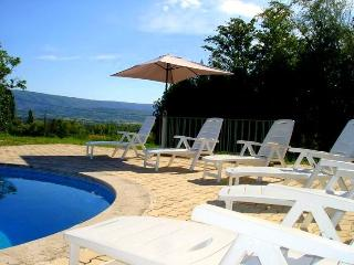 LS2-209 AZUREN with a wonderful view ! - Bonnieux vacation rentals