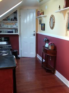 Kitchen. - Our Little French Quarter Camp: charming & Cozy! - New Orleans - rentals