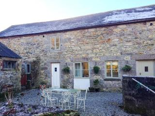 POLDARK COTTAGE, pet friendly, character holiday cottage, with a garden in Helston, Ref 911858 - Penryn vacation rentals
