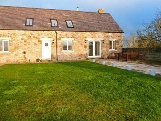 BARMOOR MILL BARN, large detached house, woodburner, WiFi, near Lowick, Ref 918319 - Lowick vacation rentals