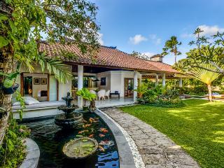 Cozy 3 Bedroom Villa with Big Garden- Close to Eat Street & Beach - Seminyak vacation rentals