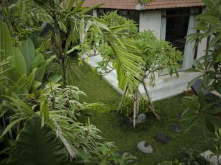 Joglo Dugul 1 in the heart of Penestanan - Sayan vacation rentals