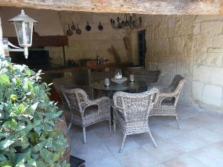 LS1-186 : PLASENTIE, charming and typical Bastide - Fontvieille vacation rentals