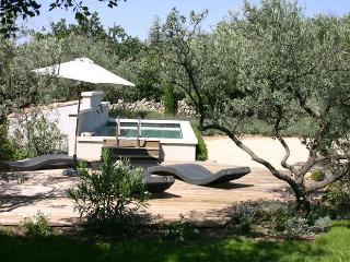 LS2-86 LA SOULETTE typical provencal bastide - Cabrieres-d'Avignon vacation rentals
