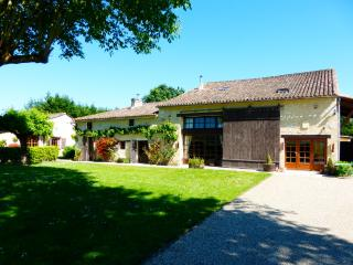 Lieu Dit Borie - 4 Bed Converted Barn with pool - Montcaret vacation rentals