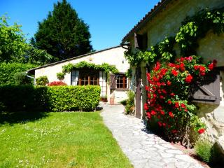 Beautiful 2 bedroom Montcaret Gite with Internet Access - Montcaret vacation rentals