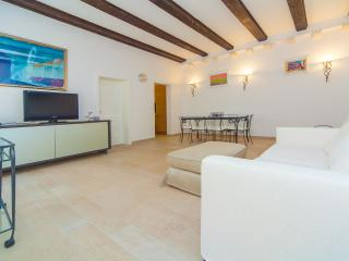 Affordable flat Right on Stradun Minceta - Dubrovnik vacation rentals