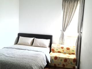 2 COMMON ROOM @ MRT/AIRPORT FREE WIFI - Singapore vacation rentals