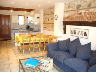 The Blue House, Les Gîtes Condorcet - Saint-Laurent-de-la-Salanque vacation rentals