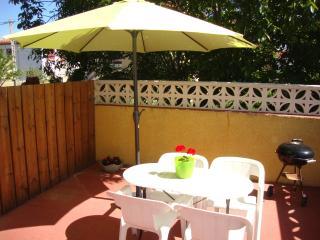 The Yellow House, perfect location for exploring. - Saint-Laurent-de-la-Salanque vacation rentals
