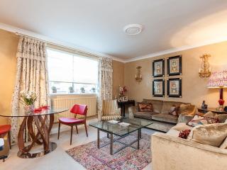 Luxury 2-bed flat in Knightsbridge - London vacation rentals