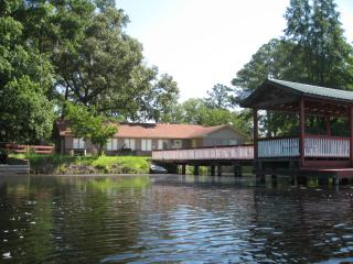 Beautiful House with Deck and Internet Access - Statesboro vacation rentals