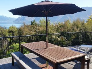 Sunny House with Deck and Internet Access - Lake Hawea vacation rentals