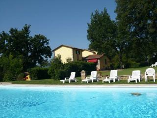 Independent Villa with pooll  between Anghiari Tuscany recommended for families - Anghiari vacation rentals