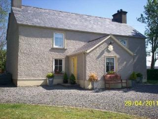 Lovely Cottage with Deck and Outdoor Dining Area - Killybegs vacation rentals