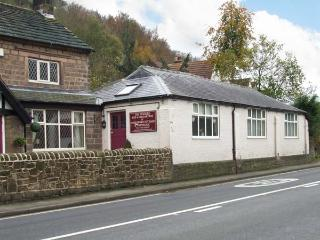 THE STABLES, all ground floor, en-suite bedrooms, parking, in Cromford, Ref 917719 - Whatstandwell vacation rentals