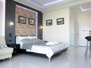 Deluxe studio with balcony 7 floor - Pattaya vacation rentals