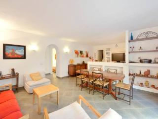 Bright 3 bedroom Lacco Ameno Villa with Dishwasher - Lacco Ameno vacation rentals