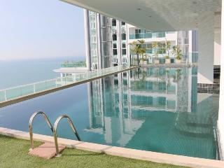 The View Cozy Beach Superior 1 Bedroom Suite - Pattaya vacation rentals