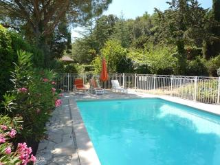 Lovely Condo with Internet Access and Shared Outdoor Pool - Reynes vacation rentals