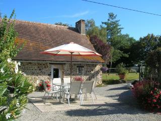 La Bonne Marie, detached stone cottage - Thorigne-en-Charnie vacation rentals