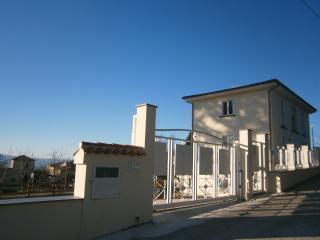 vacanza in collina, ma a pochi km dal mare. - Vallo della Lucania vacation rentals