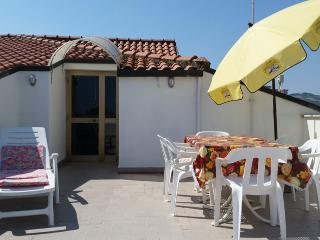 Cozy 2 bedroom Villa Rosa di Martinsicuro Condo with Internet Access - Villa Rosa di Martinsicuro vacation rentals