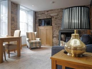 Royal Mile by the Castle Fabulous location - Edinburgh vacation rentals