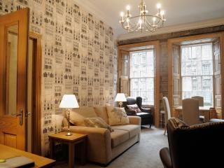 Top of Royal Mile, 1st floor, luxurious 2 bedroom - Edinburgh vacation rentals