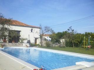 Lovely 3 bedroom Gite in Saint-Amant-de-Bonnieure - Saint-Amant-de-Bonnieure vacation rentals