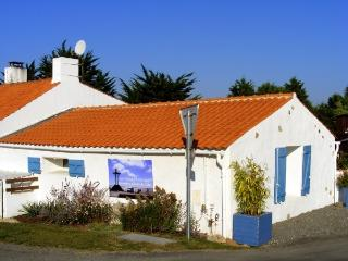 Nice Studio with Internet Access and Garden - Beauvoir-Sur-Mer vacation rentals