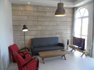 BRIGHT 3 BR, NEW, RIGHT IN THE CITY CENTER - Jerusalem vacation rentals