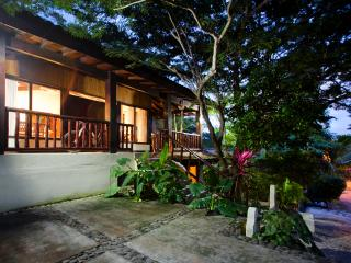 Beautiful 4 bedroom home! surf, sun, RELAAAAX!!!. - Playa Grande vacation rentals