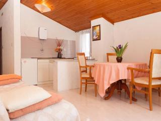 Pula Apartment Parking + Wi-fi 2+2 - Pula vacation rentals