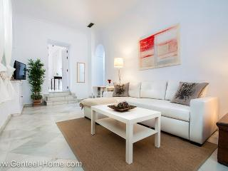 Guzmán El  Bueno, quality and superb placement - Seville vacation rentals