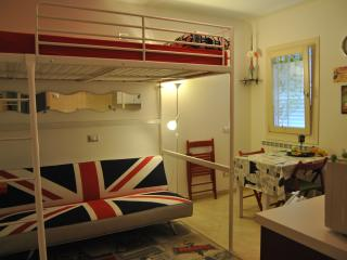Romantic 1 bedroom Oriago di Mira Apartment with Internet Access - Oriago di Mira vacation rentals