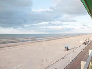 panoramic sea view, designer furniture, relaxing - West Flanders vacation rentals