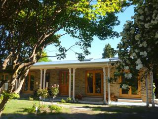 Luxury Arrowtown home - 2 mins walk to main street - Arrowtown vacation rentals